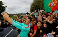 """SELFIE WITH FANS "" Photos from Instagram: @Cristiano"