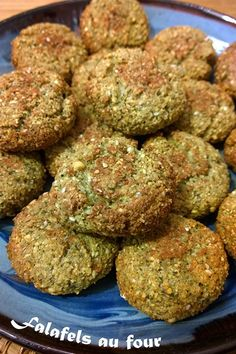 Crunchy and golden, tender on the inside, I love falafel! Healthy Breakfast Recipes, Healthy Dinner Recipes, Veggie Recipes, Vegetarian Recipes, Crockpot Lunch, Falafels, Eat Better, Eating Organic, Greens Recipe
