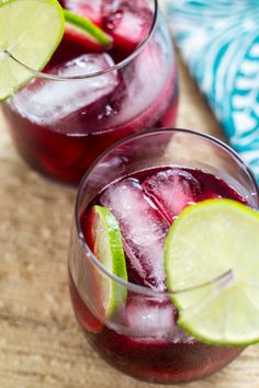 A light and refreshing Agua de Jamaica recipe, also known as hibiscus tea or punch! Summer Drinks, Fun Drinks, Healthy Drinks, Healthy Recipes, Beverages, Alcoholic Drinks, Tea Recipes, Mexican Food Recipes, Cooking Recipes