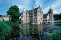 Kasteel Ruurlo Manor Homes, Renaissance Architecture, Cathedral Church, Grand Tour, Shelters, Palaces, Abandoned Places, Netherlands, Medieval