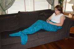 Adult Mermaid Tail Blanket Knitting Pattern INSTANT DOWNLOAD You will have access to the pattern files in - English - German (Meerjungfrauen-Decke – Damen-Größe ) - Danish (havfrue-voksenadultDanish) Just download the one you need. Another file is also there to help explain yarn and needle equivalents. This pattern has two options: - knitting it as a cocoon, by knitting in the round - making it as a lap blanket, open in the back, by knitting back and forth The first photo shows the cocoo...