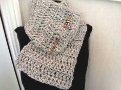 HOW TO CROCHET A BEGINNER COWL, scarf, crochet lessons, accessories, clothing