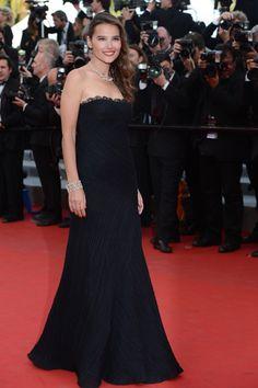 CANNES 2012,La actriz francesa Virginie Ledoyen optó, en la segunda jornada, por el total black dress.