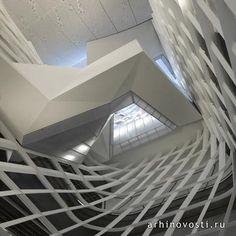Учебное здание Союза Купера (The Cooper Union) в Нью-Йорке спроектировал Том Мэйн (Thom Mayne) из бюро Морфозис (Morphosis).