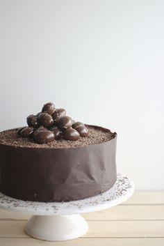 choco edge cake for easter