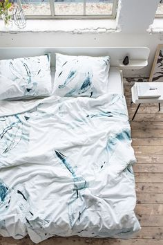 Back to bed on a Monday....dreamy bedroom inspiration! / Crisp Sheets.