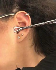 Ear Piercings Chart, Pretty Ear Piercings, Ear Peircings, Types Of Ear Piercings, Unique Body Piercings, Female Piercings, Bijoux Piercing Septum, Piercing Tragus, Piercing Tattoo