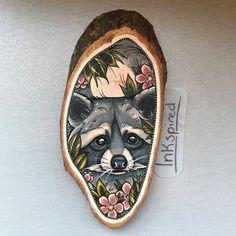 Wood slice with an original drawing of a racoon door Inkspirednl