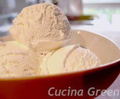 il gelato alla panna con la gelatiera