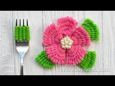 Flower with a Fork 2019 Check out this quick and simple way of making a flower with a fork. It is made with a simple weaving technique. No knit or crochet experience needed! The post Flower with a Fork 2019 appeared first on Weaving ideas. Single Crochet Stitch, Knit Or Crochet, Crochet Stitches, Crochet Patterns, Yarn Flowers, Crochet Flowers, Weaving Techniques, Embroidery Techniques, Crochet Video