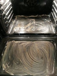 Non toxic oven cleaner: Dawn Dish Soap- drops 4 T of Baking Soda 5 T of Vinegar Juice of a lime or lemon Leave the paste on for a few hours then wipe off. Household Cleaning Tips, Homemade Cleaning Products, Household Cleaners, Cleaning Recipes, House Cleaning Tips, Green Cleaning, Natural Cleaning Products, Spring Cleaning, Easy Oven Cleaning