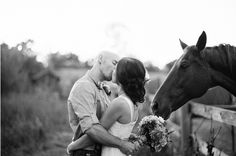 I think I'd like a Horse in my Wedding Photos too ... :)