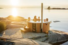 Breathe new life into your garden with a premium wood-burning hot tub from Skargards. The integrated wood stove is intuitive to use and highly efficient. Jacuzzi, Go Outside, Moscow Mule Mugs, New Life, Outdoor Pool, Hot Tubs, Firewood, Relax, Exterior