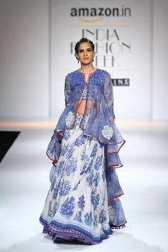 Poonam Dubey | Amazon India Fashion Week Spring/Summer 2016 #Indiancouture #PM