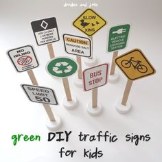 All Signs Point to GREEN Fun. DIY toy car traffic signs from Doodles and Jots.s adapt to train signs Diy Toys Car, Diy For Kids, Crafts For Kids, Transportation Party, Homemade Toys, Diy Signs, Activities For Kids, Travel Activities, Classroom Activities