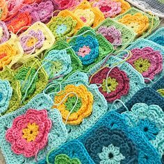Days with mom - CrochetObjet Crochet Flower Squares, Crochet Square Blanket, Flower Granny Square, Granny Square Crochet Pattern, Crochet Blocks, Crochet Granny, Crochet Flowers, Knit Crochet, Crochet Afghans