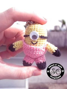 Free Crochet Amigurumi Despicable Me Minion Pattern Crochet Gratis, Crochet Amigurumi, Cute Crochet, Amigurumi Patterns, Amigurumi Doll, Crochet For Kids, Crochet Dolls, Crochet Baby, Knitting Patterns