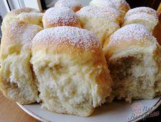 Univerzální těsto, ze kterého připravuji pečené, pařené i dukátové buchtičky, záviny a moravské koláče. Pokud uděláte i dvojitou dávku a buchty nebo koláče vám zůstanou i na další den, nezoufejte. Budou měkkoučké jako v den pečení. Autor: Triniti Challa Bread, 20 Min, Croissants, Cornbread, Hamburger, Food And Drink, Baking, Cake, Sweet