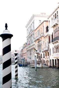 Going to Venice? You will want to bring back the best photos of your trip. Click here for how to do the best Venice photography. ...................................................... day trip | how to | travel tips | travel photography |