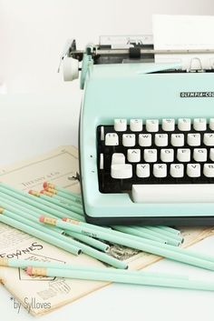 mint vintage typewriter and matching pencils - minty eye candy Sylloves.: Syl*s happy vintage SHOP