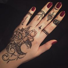such pretty henna design