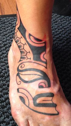 Maori face on foot