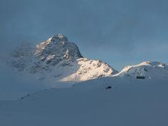 Piz Kesch am Morgen früh Mount Everest, Mountains, Nature, Travel, Explore, Acre, Naturaleza, Viajes, Trips