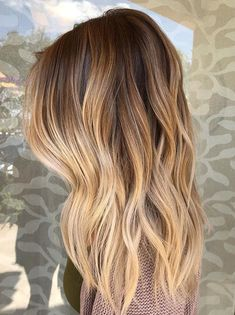 Best Balayage Hairstyles for Long Hair to Show Off in 2019 Just visit here and find sensational balayage hair colors and highlights for long hair styles. There are so many amazing trends of hair colors for various hair lengths but the beauty of balayage i Blonde Hair With Roots, Golden Blonde Hair, Golden Hair Color, Brown Hair With Highlights, Brown Hair Colors, Balayage Hair Blonde, Dark Roots Blonde Hair Balayage, Short Balayage, Balayage Hairstyle