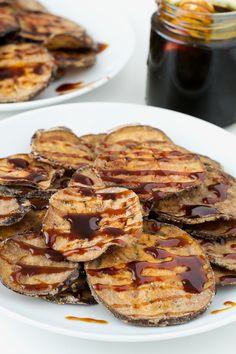 Esta receta de berenjenas con miel de caña es más ligera y sana porque las berenjenas están horneadas en vez de fritas. Además he usado harina sin refinar.