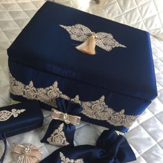 Şal Desenli Seccade Seti | Gece Mavisi Envelope Box, Jewellery Boxes, Paracord, Gift Bags, Decoupage, I Shop, Projects To Try, Decorative Boxes, Gift Wrapping
