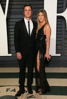 Jennifer Aniston Photos - Justin Theroux and Jennifer Aniston arrive to the Vanity Fair Party following the 88th Academy Awards at The Wallis Annenberg Center for the Performing Arts in Beverly Hills, California, on February 26, 2017. / AFP / JEAN-BAPTISTE LACROIX - 2017 Vanity Fair Oscar Party Hosted By Graydon Carter - Arrivals