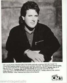 Two-Fatntastic-8x10-and-5x7-Original-B-W-Publicity-Photos-VINCE-GILL-from-CMT