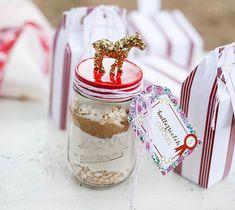 Cookie in a Jar - Fun party activity or party favor! #masonjar #DIY #partyfavor #holidaypartyfavor