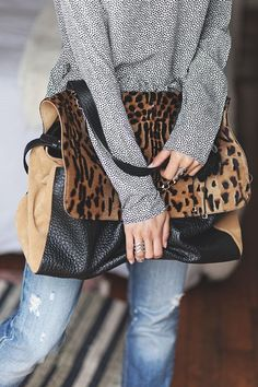 designer bags and handbags purses Look Fashion, Fashion Bags, Street Fashion, Fashion Outfits, Womens Fashion, Fashion Trends, Leopard Bag, Cheetah, Mein Style