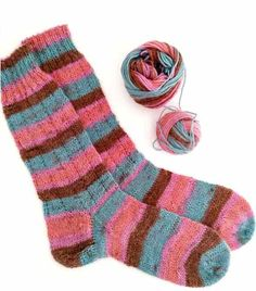 Instrucciones calcetines, ana conde desings | anaconde | socks&co Knitting Socks, Knitting Needles, Human Knee, Winter Season, Hosiery, Two By Two, Slippers, Product Launch, Stockings