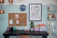 Werk- lees- en speelplek   Interieurstylist Stephanie de Jong #Meisjeskamer #Girlsroom #pastel door JONGInterieur.nl #Lostandfoundonline.nl #Tellkiddo #EefLillemor #mint #oudroze #prikbord #Lapinandme #bureau #Karwei #zwart #lamp #Zuiver #rosé #koper #ikea #boekenplank #poster #AnnyWho #kinderkamer