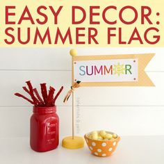 Easy Decor Idea: Summer Flag with SUPER cute free printable! -- Tatertots and Jello