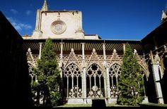 Ruta Víctor Hugo Catedral de Pamplona #Pamplona Pamplona, Victor Hugo, Big Ben, Barcelona Cathedral, San, Building, Travel, Pyrenees, Alps