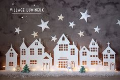 A Christmas village is actually essential in winter in the house . A Christmas village is actually essential in winter in the house . Look at 8 easy to make Christmas villages! Diy Christmas Lights, Noel Christmas, Christmas Paper, All Things Christmas, Winter Christmas, Christmas Decorations, Christmas Ornaments, Simple Christmas, Christmas Projects