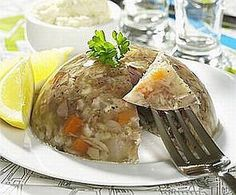 This easy Polish jellied pigs feet recipe, known as zimne nogi or studzienina, is considered a delicacy by peasants and aristocracy alike. Pig Feet Recipe, Pickled Pigs Feet Recipe, Pickled Meat, Pickled Eggs, Pork Recipes, Cooking Recipes, What's Cooking, Paleo Recipes, Gastronomia