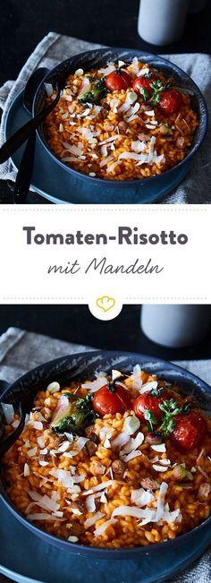 Italienisches Wohlfühlessen, das einfach nur glücklich macht. Tomaten und Parmesan sorgen für Umami satt, während Mandeln bei jedem Bissen knacken.