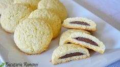 Fursecuri cu nuca de cocos si nutella Galletas Cookies, Cookie Recipes, Biscuits, Food And Drink, Ice Cream, Yummy Food, Sweets, Bread, Cooking
