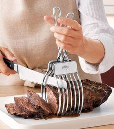 La pince à viande. Pour que vous puissiez couper des tranches parfaites de viande.