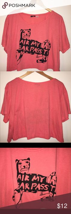 H&M Oversized Crop Top Graphic oversized crop top from H&M available in a US 10 equiv to a medium or large.  Size US 10 (fits between med-large). H&M Tops Crop Tops
