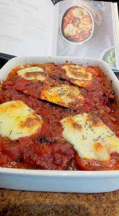 Een cadeautje voor mijn lezers: een receptje uit deel 2 van Nooit meer Diëten van Sandra Bekkari. 1 rode ui, fijngehakt 1 teentje knoflook, fijngehakt olijfolie 400 g tomatenblokjes met basilium, u…