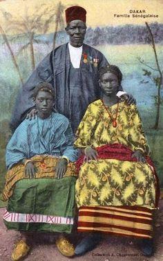"Africa | ""Famille Sénégalaise""  Dakar || Vintage postcard; collection A Chaussende, Dakar"