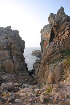 10 things in Brittany you should not miss - Holiday Plan Mount Rushmore, France, Woodland Party, Brittany, Hiking, Europe, Vacation, Nature, Outdoor