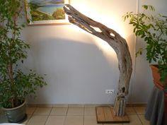 Lampadaire en bois flotté hauteur : 1.78 m Largeur maxi: 0.90 m Eclairage : 3 socles pour ampoule E14 40 W, dissimulés derrière le tronc afin de réaliser un éclairage doux e - 20512011
