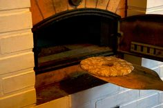 Here we go! Finnish bread baked in a traditional stone oven | Lämmintä leipää suoraan uunista. Rehdin ruisleivän tuoksu täyttää tuvan.