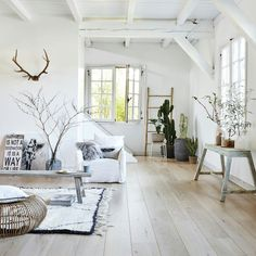 19 Fascinating Scandinavian Home Decor Trends 2018 In it is predicted that scandinavian home still will be trending. Here are 19 fascinating ideas for the scandinavian decoration for your home. Living Room Inspiration, Living Room Scandinavian, Home And Living, Interior, Home Decor Trends, Home Still, Home Decor, House Interior, Home Deco